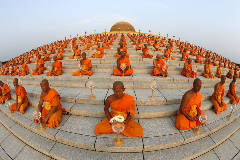 Buddhist monks pray at Wat Phra Dhammakaya during a ceremony on Makha Bucha Day in Pathum Thani province, north of Bangkok. REUTERS/Jorge Silva