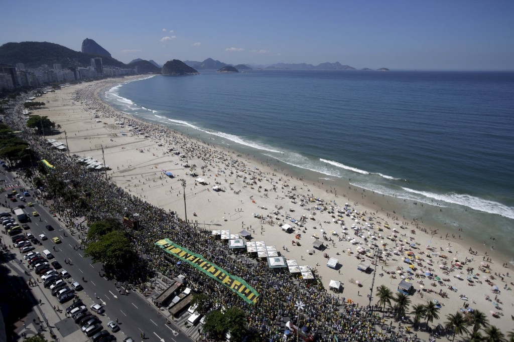 Demonstrators protest against Brazil's President Dilma Rousseff in Copacabana as part of a nationwide rally calling for her impeachment. REUTERS/Ricardo Moraes
