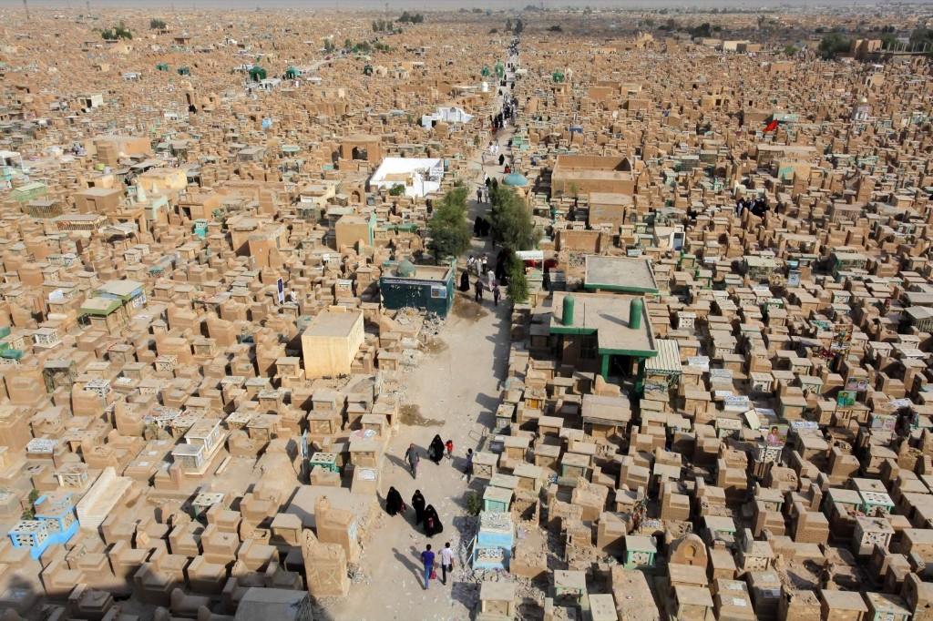 """The """"Valley of Peace"""" cemetery in Najaf, south of Baghdad. REUTERS/Alaa Al-Marjani"""
