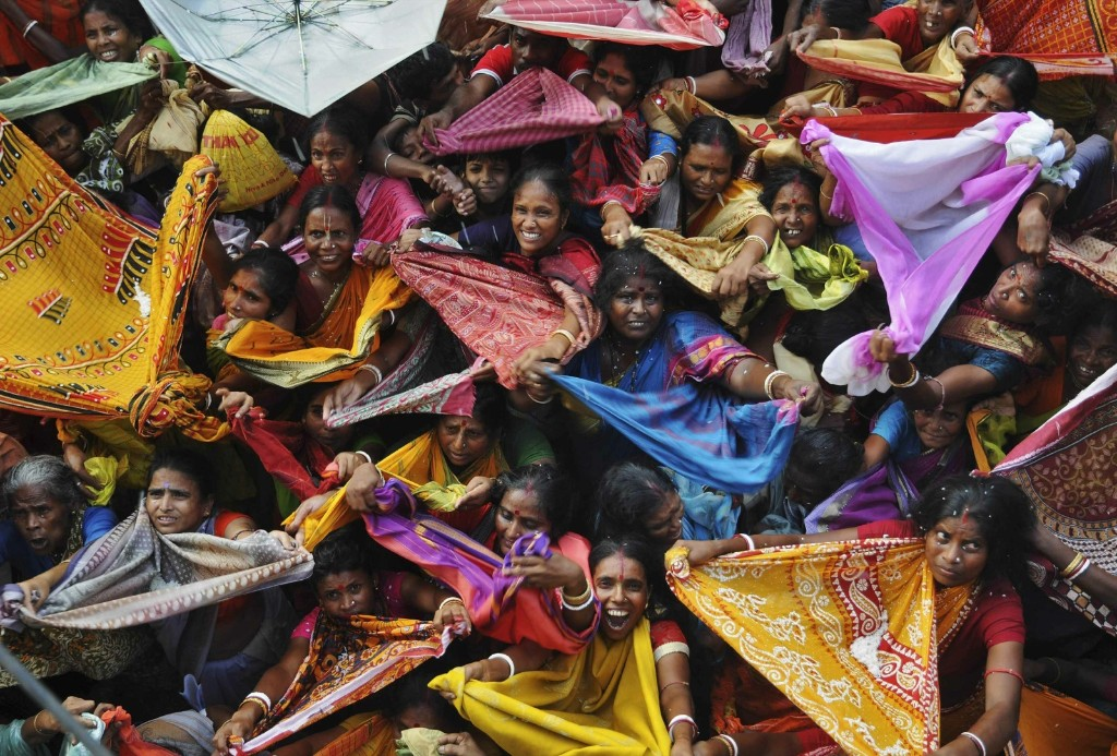 Hindu devotees prepare to receive rice as offerings on the occasion of the 'Annakut' festival in Kolkata. REUTERS/Stringer