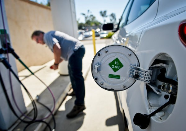 Hydrogen Fuel Cell Cars Return for Another Run