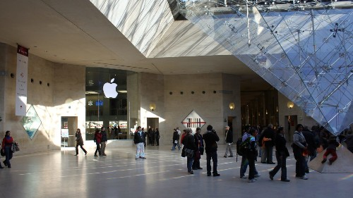Remembering Apple Carrousel du Louvre, France's first Apple store