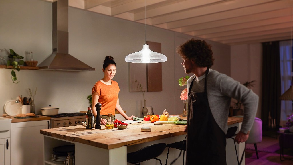 Philips Hue announces new 1600 lumen smart bulb, updated Lightstrip Plus and Bloom table lamp - 9to5Mac