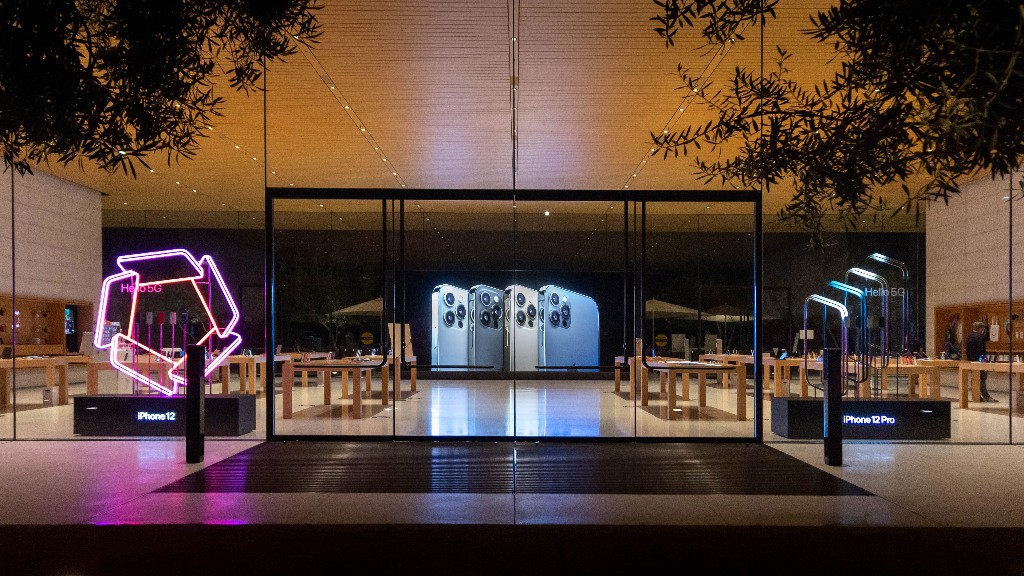 Apple Stores add glowing window displays for iPhone 12 launch - 9to5Mac