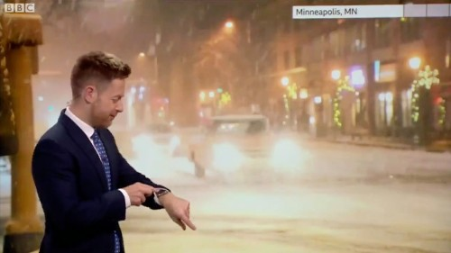 Apple Watch Siri awkwardly interrupts on-air meteorologist and contradicts his forecast
