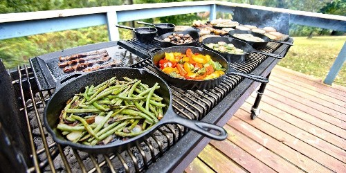 """Made in the USA Lodge 10.25"""" Cast Iron Skillet + $5 gift card now down to $15 - 9to5Toys"""
