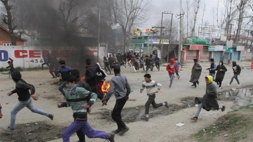 Clashes in Kashmir after teacher dies in police custody