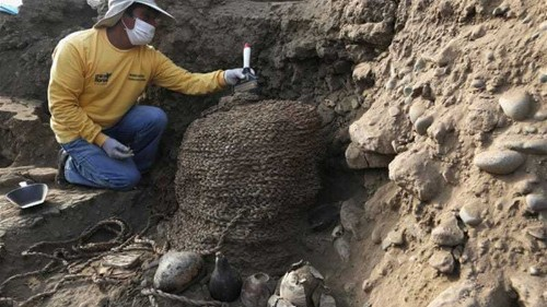 Mummies unearthed in ancient Peru tomb