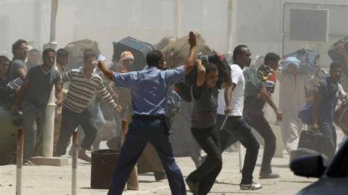 Tunisia closes door on Libya's displaced