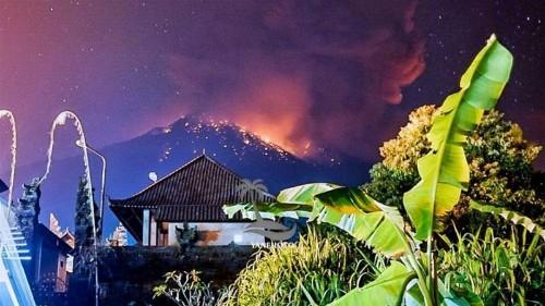 Volcano erupts in Indonesia's Bali, disrupts Australia flights