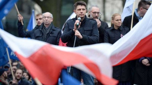 Tens of thousands march against Poland's court reforms
