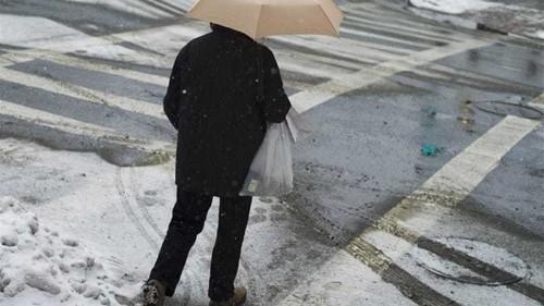 Snow storm in US Midwest wreaks havoc