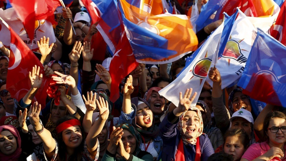 Understanding Turkish Politics - Magazine cover
