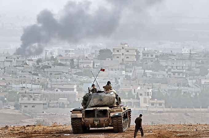 Kurds holding line as ISIL push on town