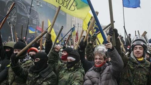 Russia presses Ukraine on debt amid protests