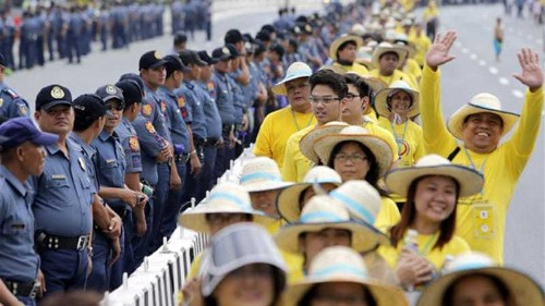 Millions cheer as pope arrives in Philippines