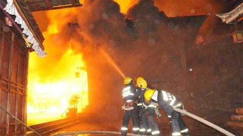 Fire partially destroys ancient Tibetan town