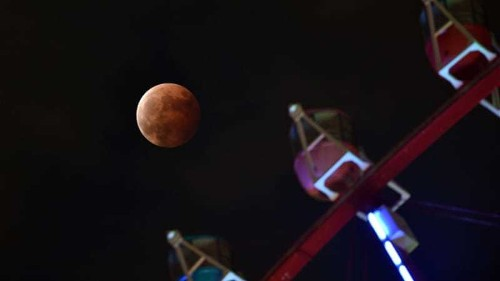 'Blood moon' awes sky watchers