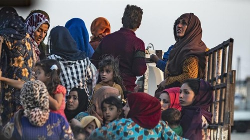 In Pictures: Civilians flee Turkey-Syria border
