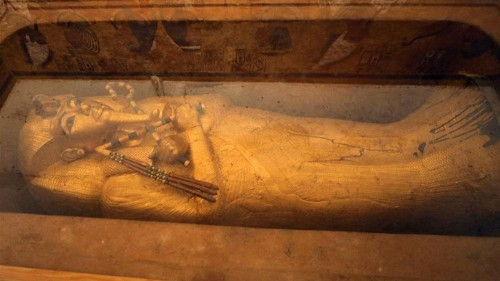 Egypt begins restoring King Tutankhamun's golden coffin