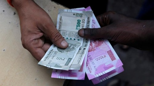 Indian rupee crisis: 'Worst is not yet over'