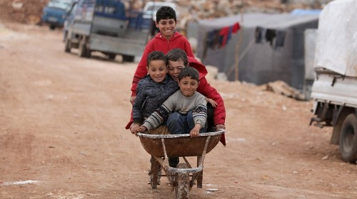 In Pictures: Newly displaced Syrian children in makeshift camps