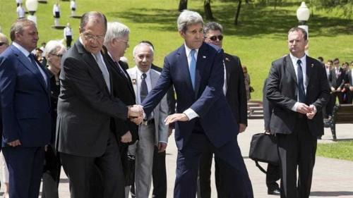 Kerry meets Russia's Putin amid tensions