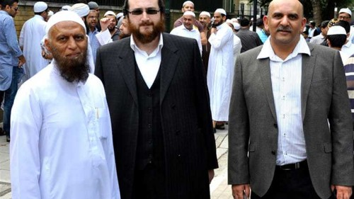 Jews help guard UK mosques after attacks