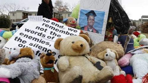 US police shoot dead boy carrying pellet gun