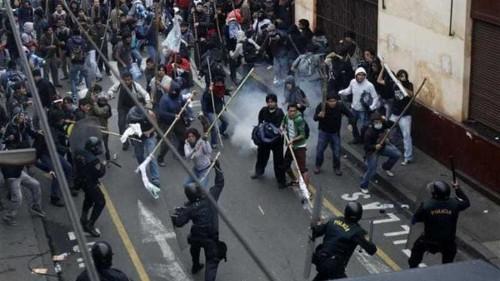 Peru police clash with student protesters