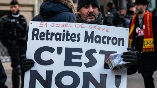 Thousands rally as French PM presents pension bill to ministers