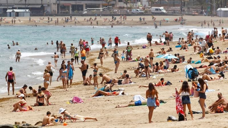 Spain urges foreign holidaymakers to return in July