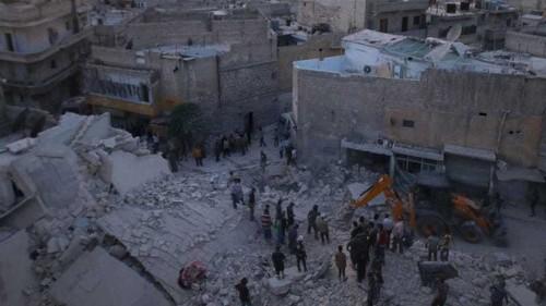 Air strikes kill dozens in Syria's Aleppo