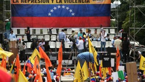 US expels three Venezuelan diplomats