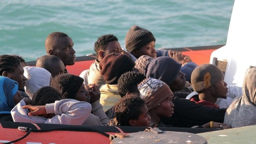 Migrants thrown overboard, Italy police say