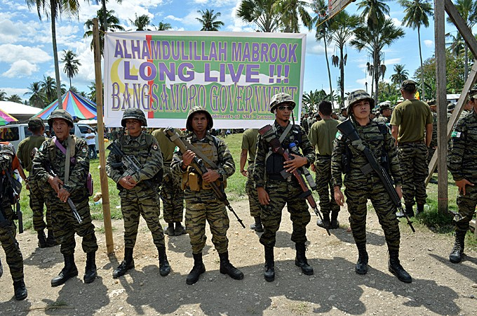 Philippines and Muslim rebels sign peace deal