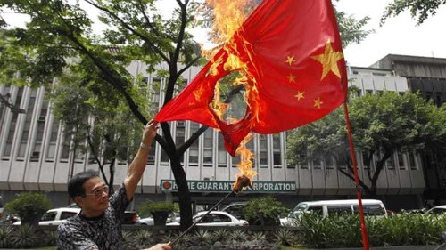 Filipinos protest China territorial claims