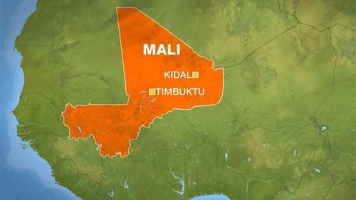 Malian soldiers and Taureg separatists clash