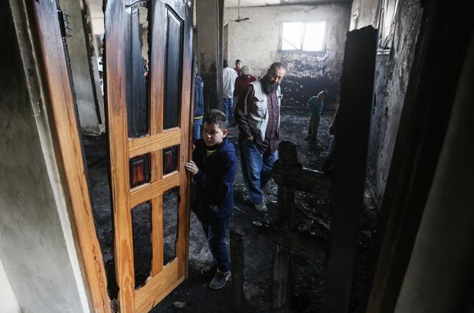 Israeli settlers blamed for burning mosque