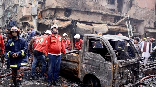 Bangladesh fire: Dhaka residents look for the missing