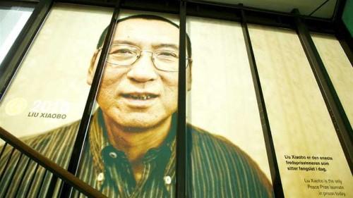 Nobel winners urge Obama to press Xi on jailed laureate