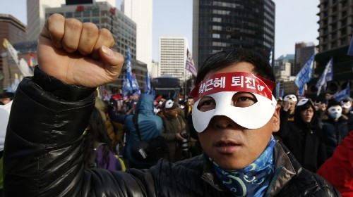 Tens of thousands rally against South Korea president