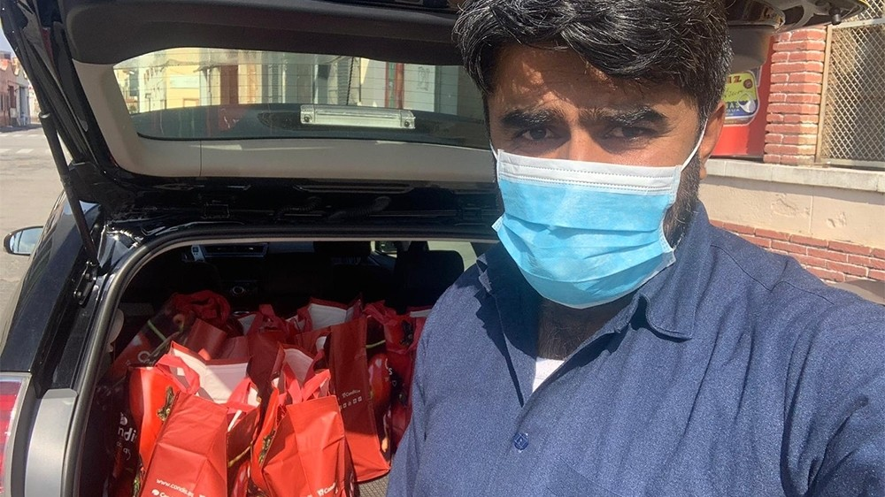 Pakistani taxi drivers give free rides to Spanish health workers