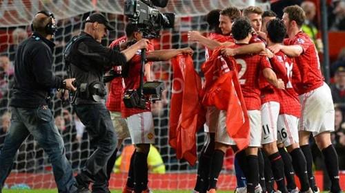 Manchester United claim English title