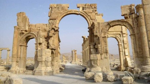 ISIL blows up Arch of Triumph in Syria's Palmyra