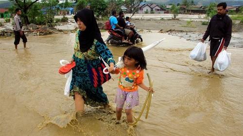 Indonesia flood death toll crosses 100, dozens still missing