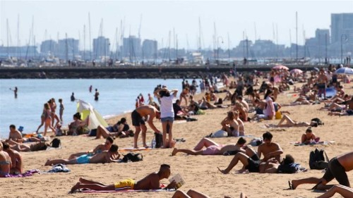 Australia feels its hottest and coldest April day for decades