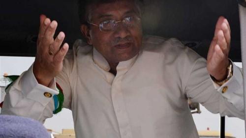 Shoe thrown at Musharraf in Pakistani court