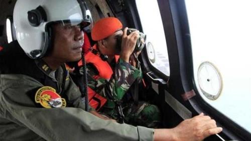 Crashed AirAsia plane 'fuselage found'