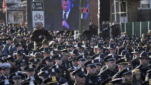 New York police shun mayor at funeral